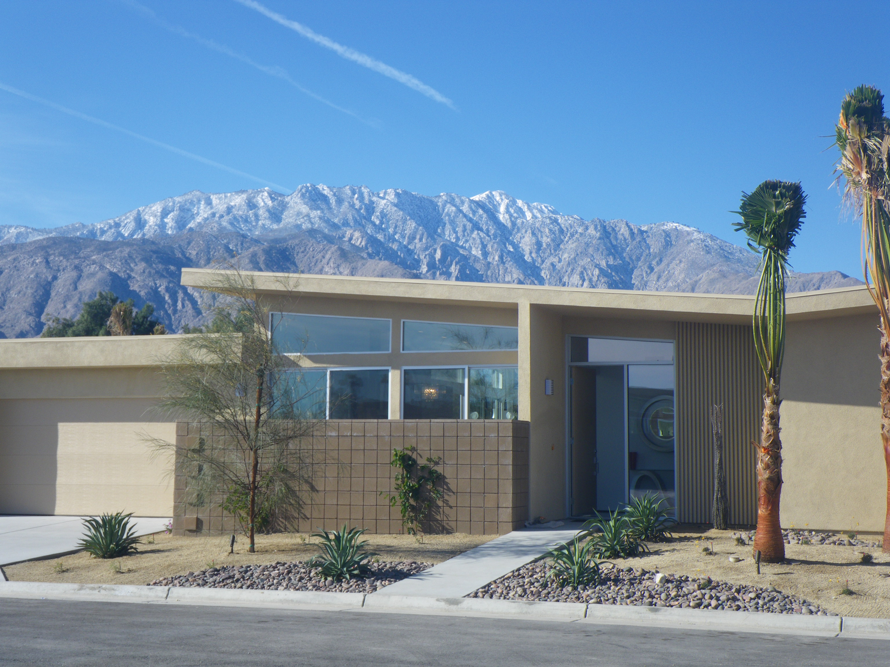 Palm springs new mid century homes live from la quinta for Buy house palm springs